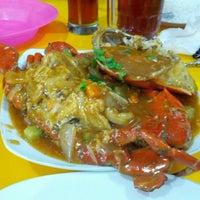 Photo taken at King Crab by Haunz™ on 8/26/2012