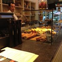 Das Foto wurde bei épi boulangerie patisserie von Angie R. am 5/31/2012 aufgenommen