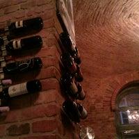 Das Foto wurde bei Doblo Wine & Bar von Szécsényi Z. am 4/12/2012 aufgenommen