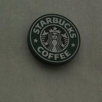 Foto tirada no(a) Starbucks por Fernando M. em 5/31/2012