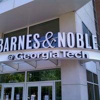 4/17/2011にHadrian X.がGeorgia Tech Bookstoreで撮った写真
