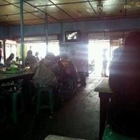 Photo taken at Bubur Ayam Bunda by Dit P. on 1/21/2012