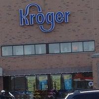 รูปภาพถ่ายที่ Kroger โดย Paul H. เมื่อ 10/23/2011