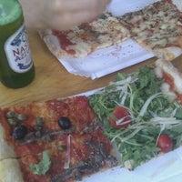 8/25/2011 tarihinde Hendrick M.ziyaretçi tarafından Garda Pizza'de çekilen fotoğraf