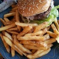 Photo prise au Hamburger Mary's par It's A Major Plus le4/6/2012