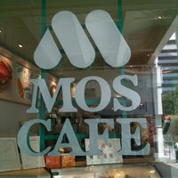 Photo taken at Mos Cafe by K on 8/11/2011