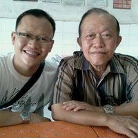 Photo taken at Soto Ayam Lamongan by Muhammad T. on 9/3/2011