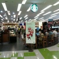 Photo taken at Starbucks by Elle T. on 11/15/2011