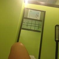 Foto tirada no(a) Lay Bare Waxing Salon por Djosa M. em 8/3/2012