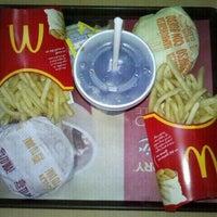 Foto tomada en McDonald's por Van P. el 1/28/2012
