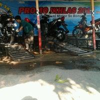 Photo taken at Cuci Motor Salju Ikhlas by Elizabeth H. on 9/7/2012