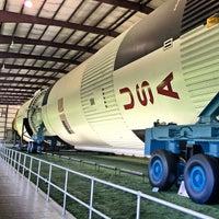 9/3/2012 tarihinde Thiti P.ziyaretçi tarafından Rocket Park (NASA Saturn V Rocket)'de çekilen fotoğraf