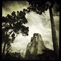 Foto tirada no(a) Rocher du Zoo de Vincennes por Rod M. em 4/29/2012