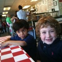 Снимок сделан в Carmine's Pizzeria пользователем david b. 3/25/2012