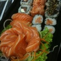Foto tirada no(a) Fujisan Sushi por Thiago Luiz R. em 5/20/2012