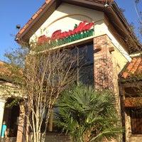 Foto tomada en La Parrilla Mexican Restaurant por Whitney D. el 3/25/2012