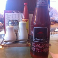 Photo taken at Pizza Hut by Fatima R. on 6/11/2012