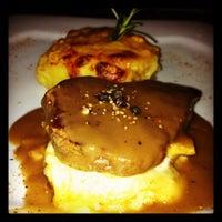 Foto tirada no(a) Constantino Café por Viviane B. em 7/5/2012