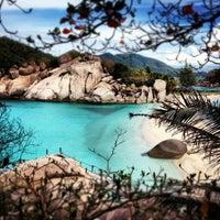 Photo taken at Koh Nang Yuan Dive Resort by Ronny A. on 8/27/2012