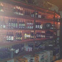 Foto scattata a Custom Wine Bar da Hannah B. il 3/3/2012