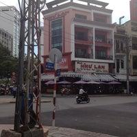 Photo taken at Như Lan by Hà Vũ .. on 5/31/2012