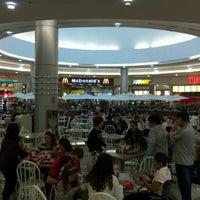 Foto tirada no(a) Balneário Shopping por Michel K. em 4/30/2012