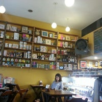 Foto tirada no(a) Maya Café por Thais S. em 8/14/2012