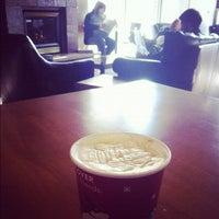 Снимок сделан в Starbucks пользователем Alban L. 4/13/2012