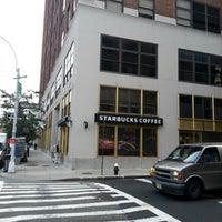 Das Foto wurde bei Starbucks von Chuck B. am 7/23/2012 aufgenommen