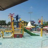 Photo taken at Wet'n Wild by Marcos P. on 3/3/2012