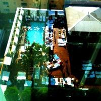Foto tirada no(a) Mondrian Hotel por Rick V. em 8/20/2012