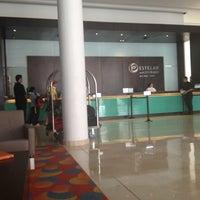 Photo taken at Lobby Bar Hotel Estelar by Jhon G. on 7/30/2012