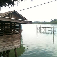 รูปภาพถ่ายที่ Kelong Restaurant Aneka Rasa โดย Kylie L. เมื่อ 5/7/2012