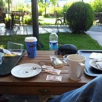 รูปภาพถ่ายที่ Caffè Nero โดย Cihan™✅ Y. เมื่อ 6/22/2012