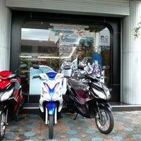 Photo taken at Yamaha Squar ซินฮวดเฮงจั่น by วสันต์ ห. on 9/6/2012