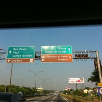 Photo taken at Linha Vermelha by Paula P S D. on 2/25/2012