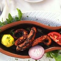 6/19/2012 tarihinde Анжела Н.ziyaretçi tarafından Octopus Restaurant'de çekilen fotoğraf