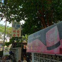 Foto tirada no(a) Lee Huat Cafe (利发茶室) por Wilson G. em 3/16/2012