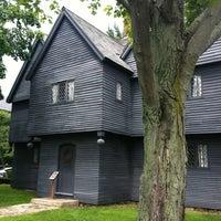 Das Foto wurde bei Witch House von Jessica J. am 6/6/2012 aufgenommen
