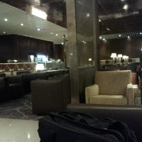 Photo taken at KrisFlyer Gold Lounge (Terminal 3) by Atsushi Y. on 5/7/2012