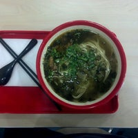 Photo taken at 厚粮酸菜牛肉拉面 Hou Liang Pickled Beef Noodles by Wei G. on 4/26/2012