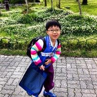 Photo taken at 한밭초등학교 by David Jaehyoung L. on 5/16/2012