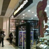 Photo taken at Saraiva Megastore by Daniel Arthur S. on 5/20/2012