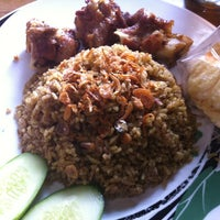 """รูปภาพถ่ายที่ Pondok Nasi Kebuli """"Ibu Hanna"""" โดย Paramitha Wibowo W. เมื่อ 4/1/2012"""