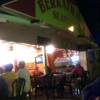 Photo taken at BerkatMaju Seafood by Khairul Faizah A. on 2/23/2012