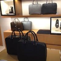 Das Foto wurde bei Louis Vuitton von Ais A. am 5/19/2012 aufgenommen