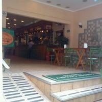 Foto diambil di Café Amigo oleh Wagner T. pada 10/18/2011