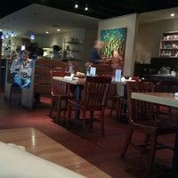 รูปภาพถ่ายที่ Mother's Cafe & Garden โดย Josh L. เมื่อ 2/21/2011