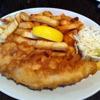 Foto tirada no(a) Olde Yorke Fish & Chips por Wendy M. em 8/19/2011
