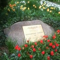 รูปภาพถ่ายที่ Shakespeare Garden โดย Nicholas P. เมื่อ 4/22/2011